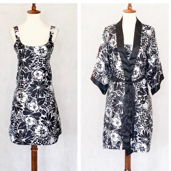sante classics Other - Sante' Classics Nightgown & Kimono Robe Set
